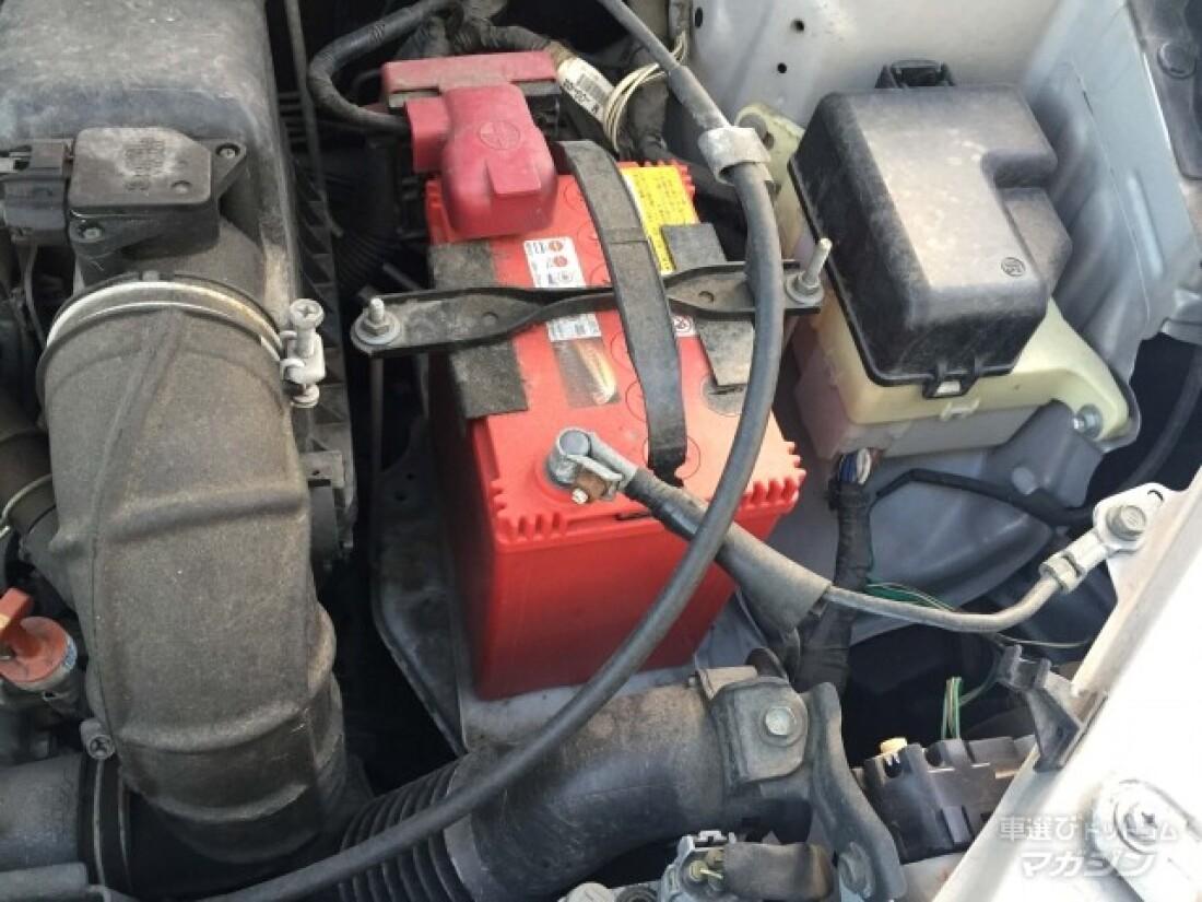 寒い冬に起こりがちなバッテリー上がりのトラブル。車が動かなくなったらどうするか